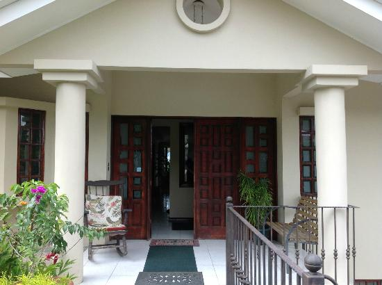 Casa Isabella Costa Rica: Entrance to Bed and Breakfast
