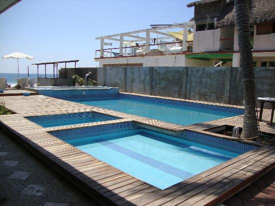 Hotel Zipolite Plaza : Pools by day