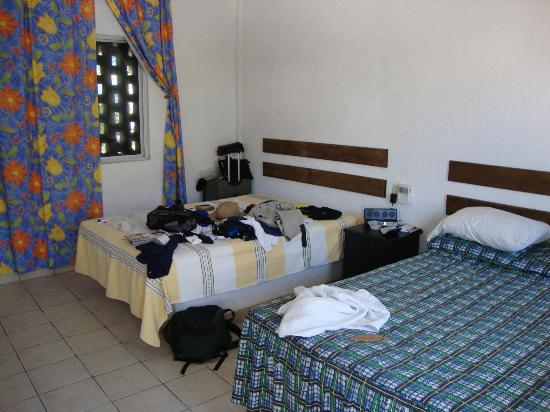 Hotel Zipolite Plaza : Excuse my mess!