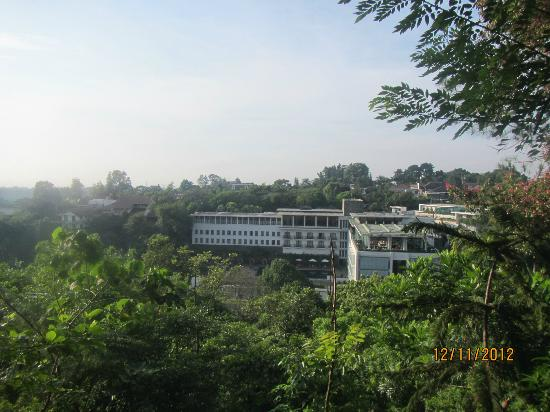 Padma Hotel Bandung : hotel view during our trek