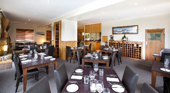 Summit Ridge Alpine Lodge: Restaurant and bar