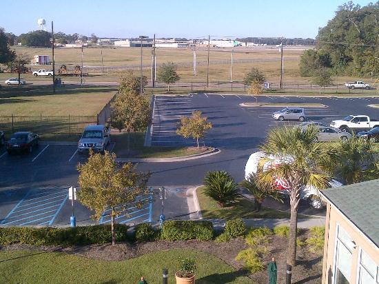 Hilton Garden Inn Baton Rouge Airport: View towards airport from my room