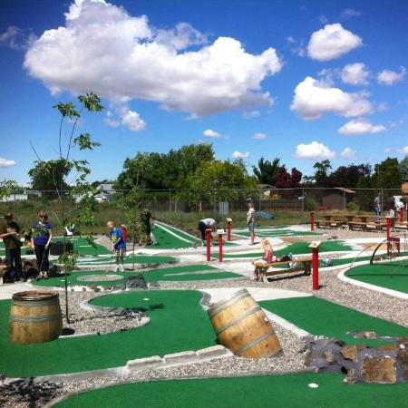 The Sweet Putt: Outdoor course on an amazingly gorgeous day!