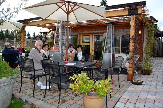 Marchesi Vineyards: Outside tasting area