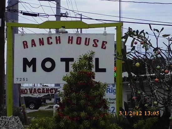 Ranch House Motel : Sign as seen on US 1