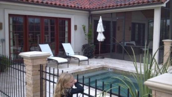 The Inn at Dos Brisas: Heated pool area with screened in porch area at our suite