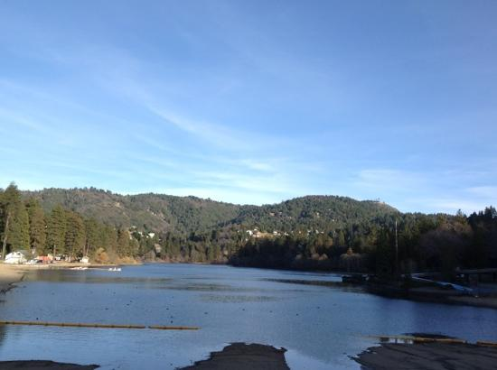 Sleepy Hollow Cabins and Hotel : Lake Gregory in Crestline, CA