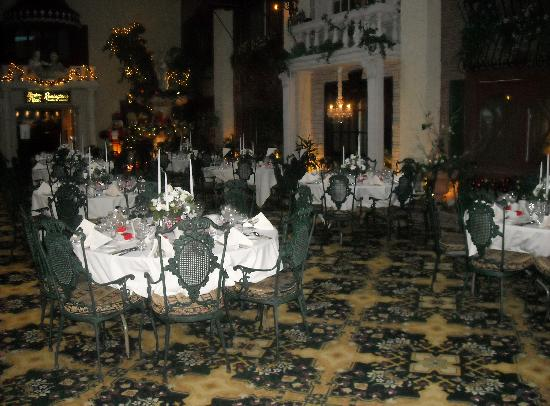 Salvatore's Garden Place Hotel, an Ascend Hotel Collection Member: Courtyard at Christmas time