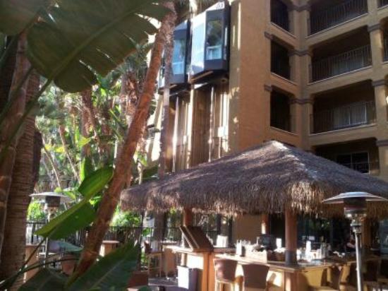 Hotel Menage: Tiki Bar