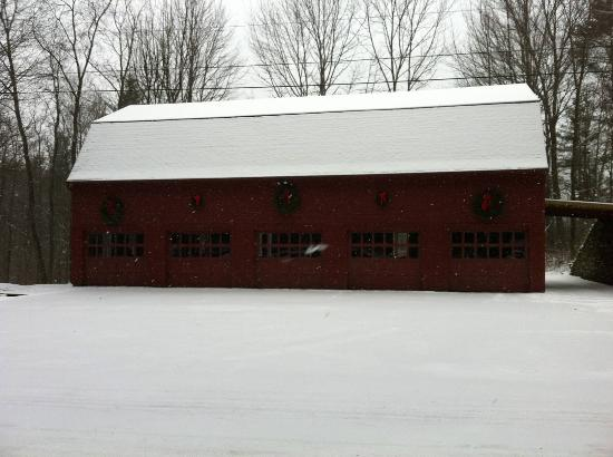 Adair Country Inn & Restaurant: The red barn on our snow shoe hike.