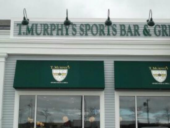 T Murphy's Sports Bar & Grill: What you see from the parking lot