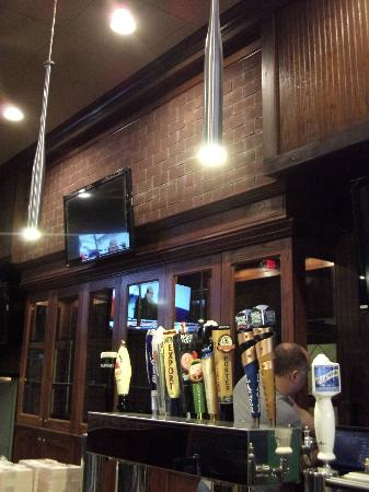 T Murphy's Sports Bar & Grill: Bats hanging above the bar