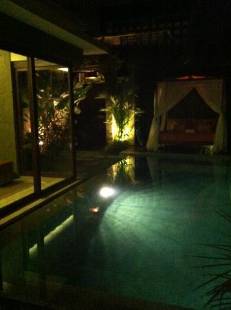 سيمنياك أيكون: pool 