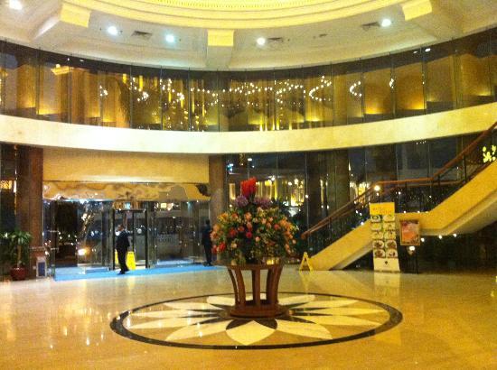 Pousada Marina Infante Hotel: spacious lobby