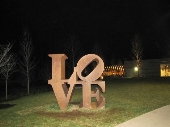 Crystal Bridges Museum of American Art : The famous Love sculpture