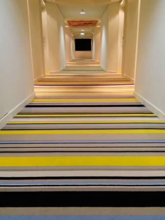 QT Gold Coast: Funky carpet on 16th floor
