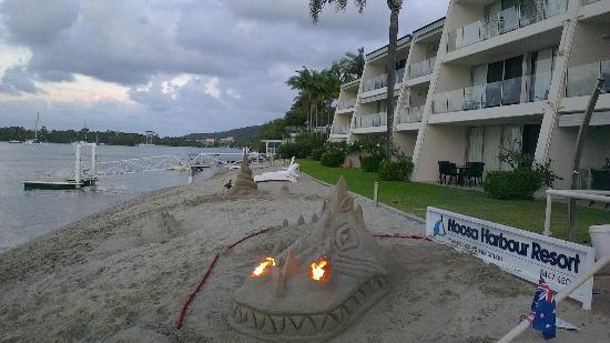 Noosa Harbour Resort sand sculpture
