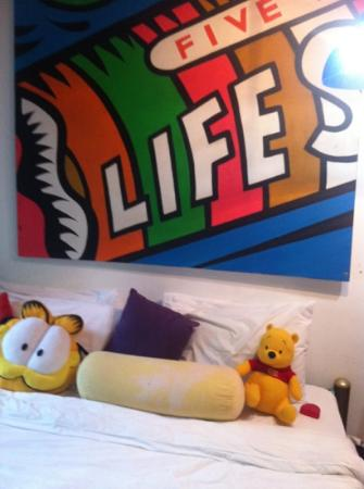 AKWA Guesthouse: mega comfy bed with big squeeshy pillows like sleeping on a cloud :-)