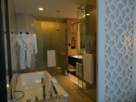 Sofitel Abu Dhabi Corniche: Very neat and comfortable bathroom