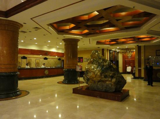 Rising International Zhonglian Hotel: フロントロビー