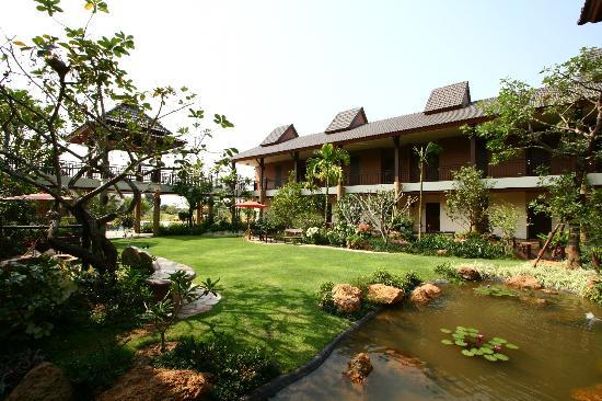 Mae Jo Golf Resort & Spa: Court Garden