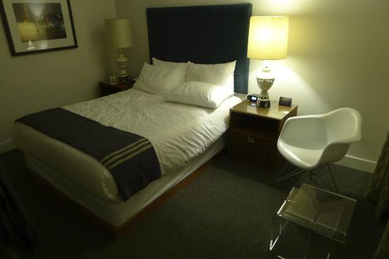 The Burrard: Queen Plus room
