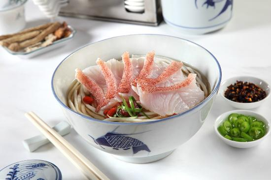 8 Noodles: Fish Udon in Herbal Soup