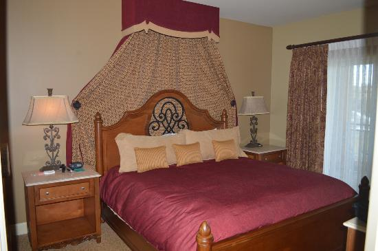 Vino Bello Resort: Bedroom of the 1 bedroom unit
