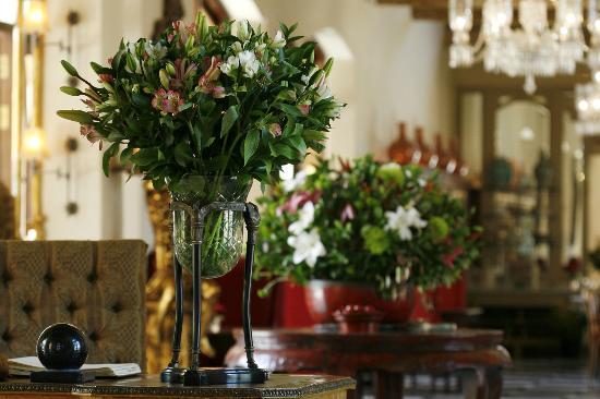 La Residence: Classic flower arrangements using locally grown flowers.