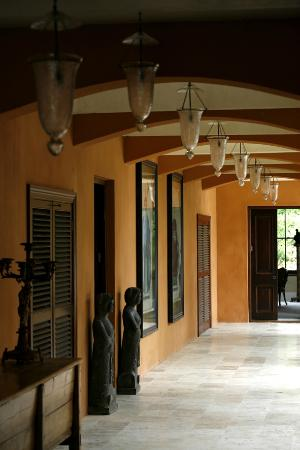 La Residence : The cloister leading to rooms 5 & 6.