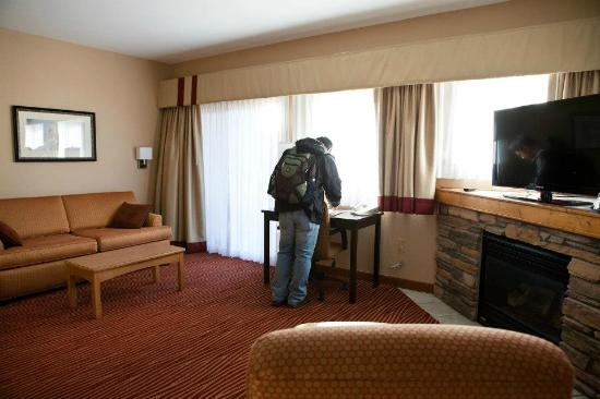 The Estes Park Resort: King suite: living area with sofabed, tv, fireplace