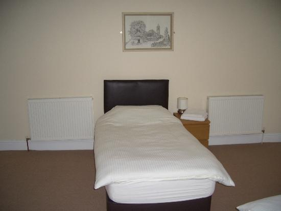 Wheldale Hotel: Just one of the 4 beds available in our fanily room