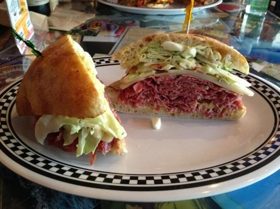 Lighthouse Delicatessen : New York sandwich with corned beef