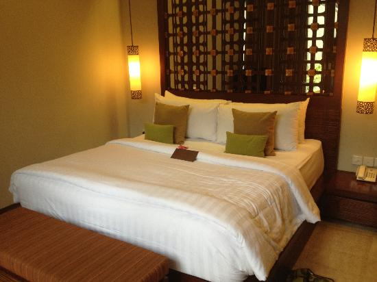 Seminyak Icon: King size bed. Pillows are a bit big!