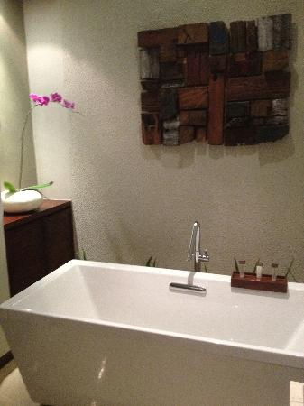Seminyak Icon: Bath
