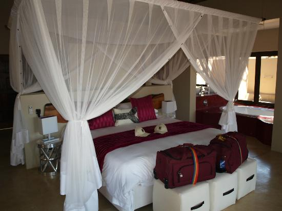 Naledi Bushcamp and Enkoveni Camp: Bedroom