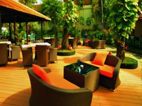 Sheraton Lampung Hotel: Pool Deck of Pandan Wangi Restaurant
