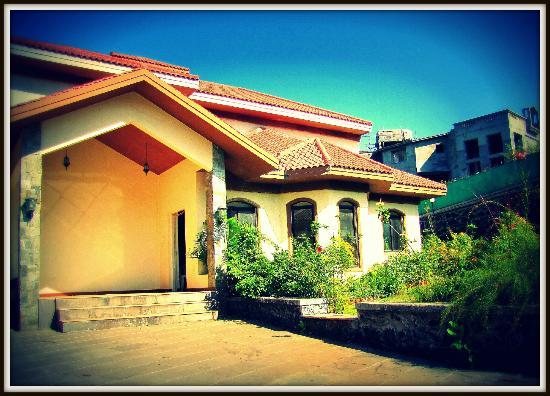 Patodia Estate: Bungalow