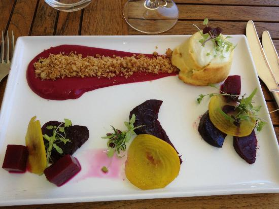 The Studio Gallery & Bistro: Goats cheese soufflé, beetroot, watercress and garlic crumbs