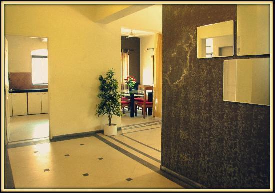 Patodia Estate: Entrance