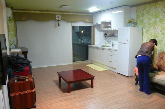 Bellus Rose Pension: Korean style family room