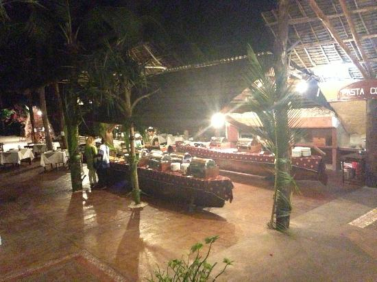Samaki Lodge & Spa : Dinner buffet