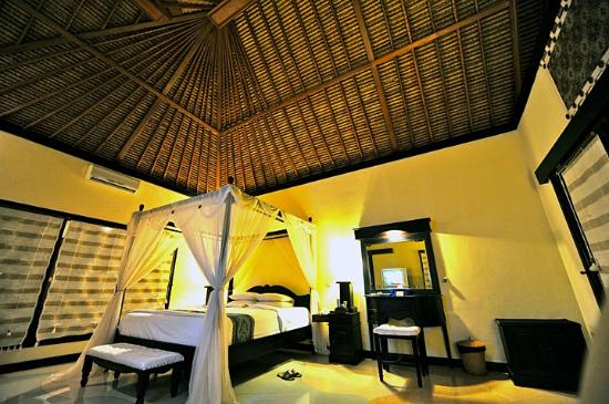Furama Villas & Spa Ubud: The Room.
