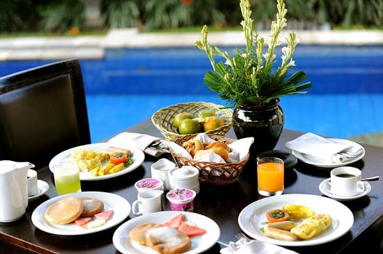 Furama Villas & Spa Ubud: The breakfast within the private garden.