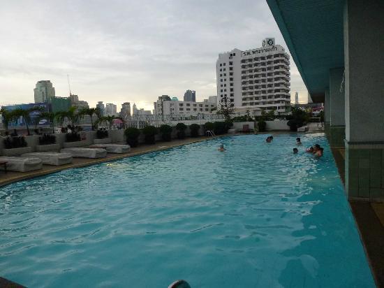 Golden Tulip Sovereign Hotel Bangkok: Piscine du 5eme étage