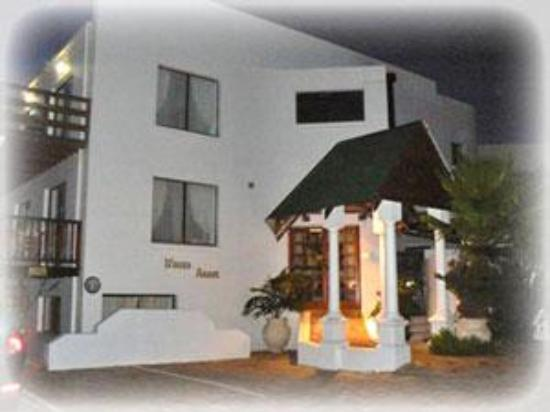 Misty Waves Boutique Hotel Hermanus: The Annex where we stayed.