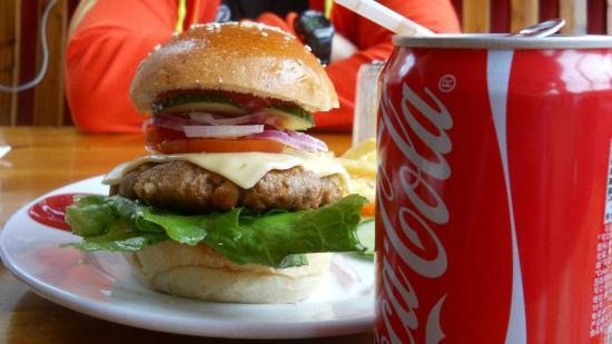YangShuo DengLong FengWei Guan: homemade burger @ Kelly's Café