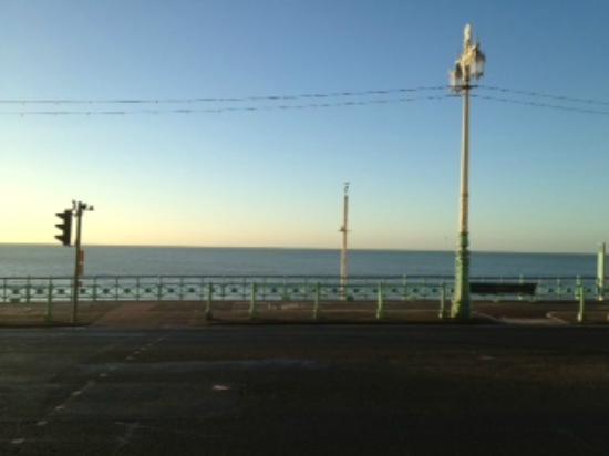 Jurys Inn Brighton Waterfront: View outside the hotel