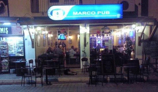 Marcos: Marco's Pub