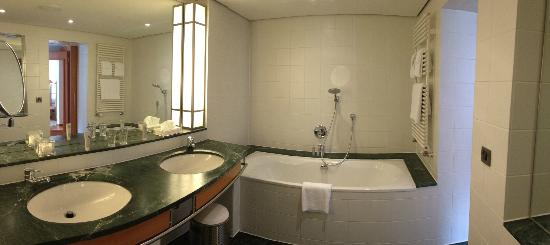 The Mandala Hotel: Bathroom - bigger than most hotel rooms!